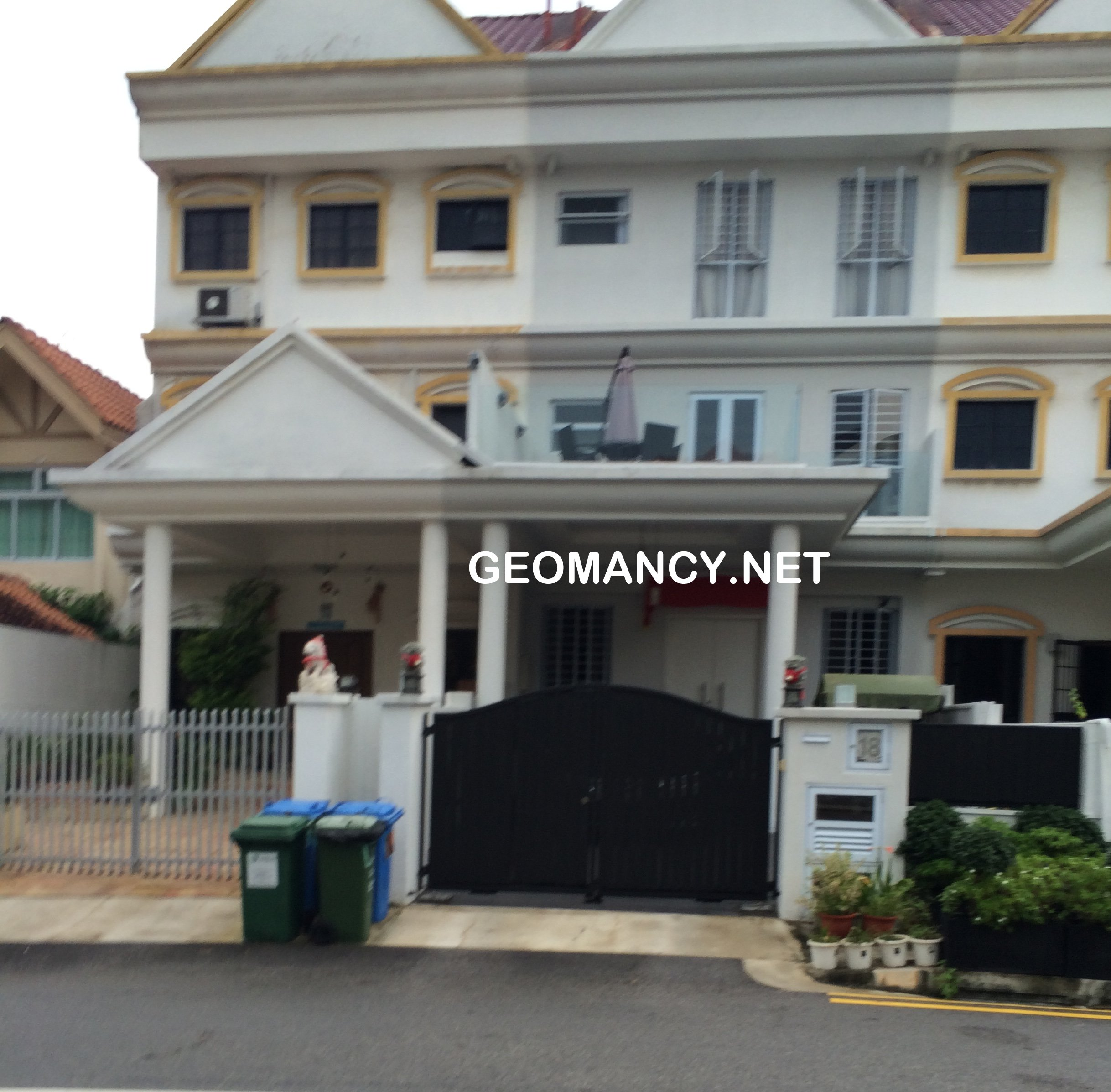 Main gate designs of landed properties around singapore for Maine home and design